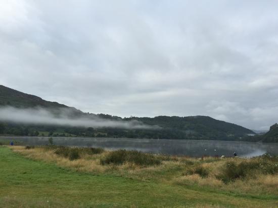 Nant Gwynant, UK: located next to a great lake