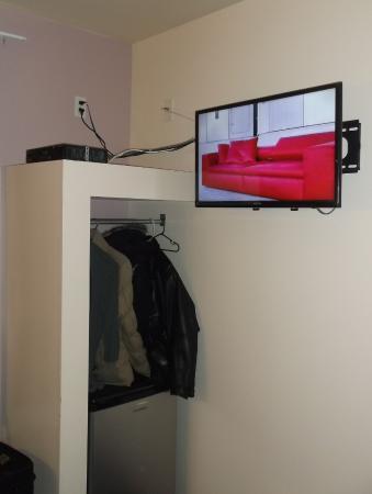 Hotel Elegant : TV & hangers