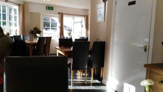 Boscastle, UK: The dining room on the river side