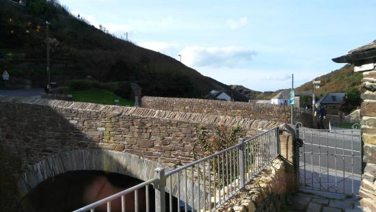 Boscastle, UK: A view of the bridge from the restaurant