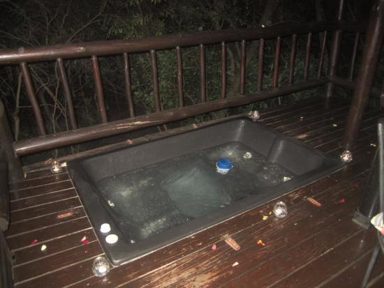Thulamela: Hot tub on our deck
