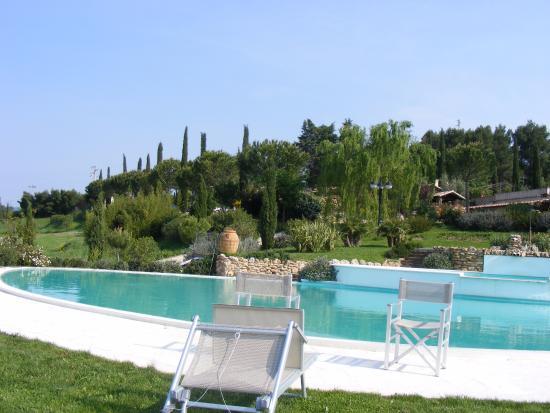 La piscina vista da vicino foto di bagno santo hotel saturnia