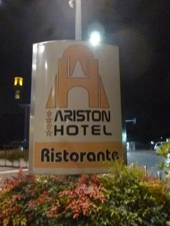 Hotel Ariston : insegna