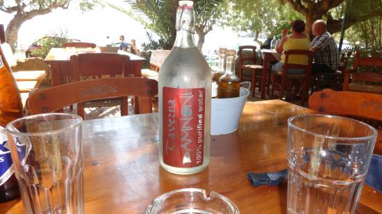Damnoni Taverna : Gekühltes Wasser immer auf den Tisch ...