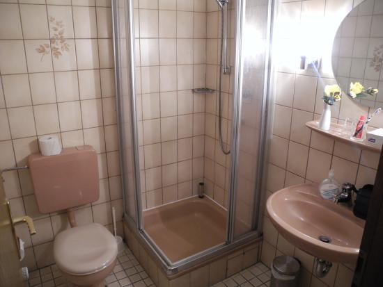 Hotel Heidpark: Das Bad im Doppelzimmer Nr. 16