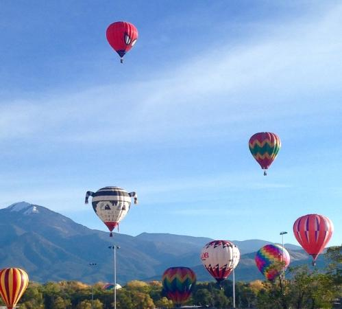 American Artists Gallery B&B: Taos Balloon rally