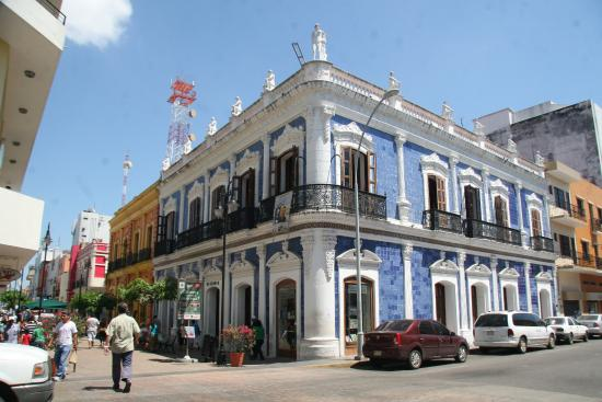 Across look picture of museo de historia de tabasco for Casa de azulejos
