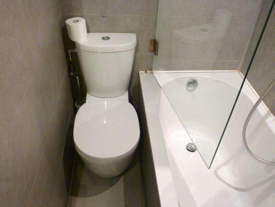 Toilette salle de bain chambre 31 - Bild von Hotel De Hofkamers ...