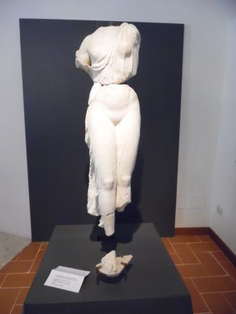 Spoleto, Italia: Attica female figure