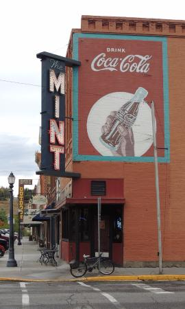 The Mint Bar and Liquor Store