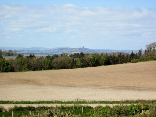 Condado de Down, UK: Ards Peninsula looking at Scrabo Hill