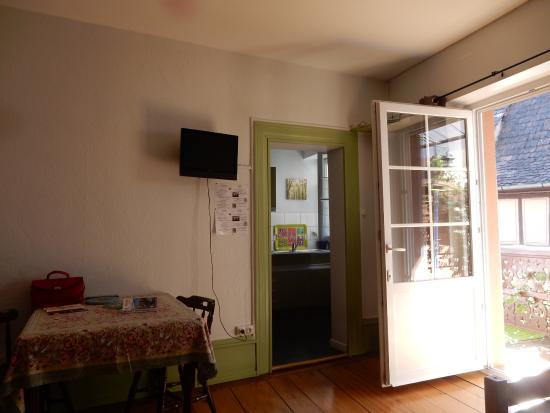 La Porte De La Cuisine partie séjour - t.v. , la porte donnant sur la terrasse - balcon et
