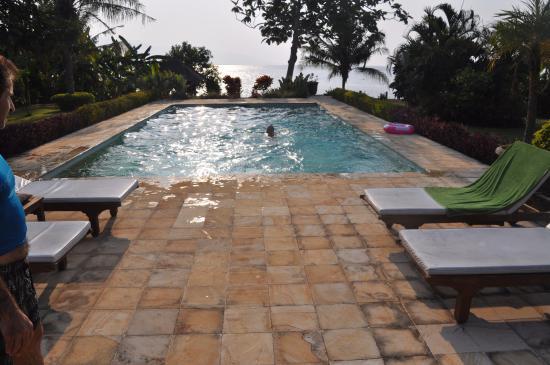 Kundalini Beach Houses: Pool der einen Villa