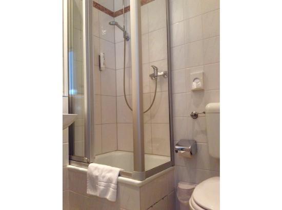 Astra Hotel Dusseldorf : Bathroom