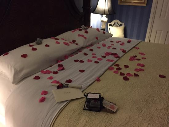 10 Fitch Luxurious Romantic Inn: Take down service of our bed - such a wondeful surprise for our 24th wedding anniversary