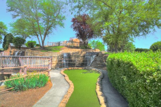 Fairfield, OH: Mini Golf Hole 1