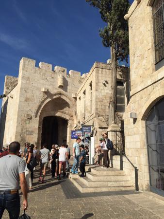Eden Jerusalem Hotel: Яфские ворота совсем рядом!