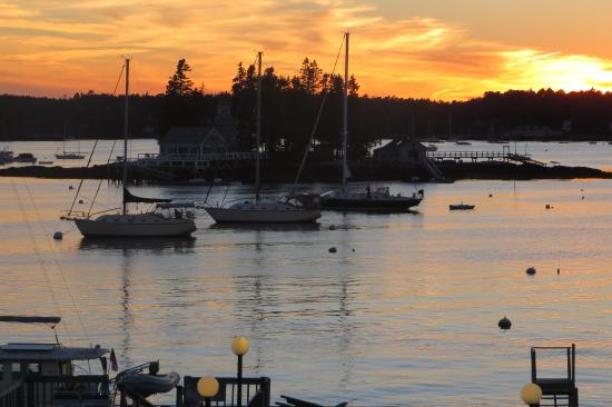 Cap'n Fish's Waterfront Inn: View from outside front door of room
