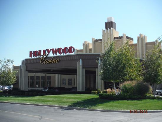 Hollywood casino hotel joliet reservations