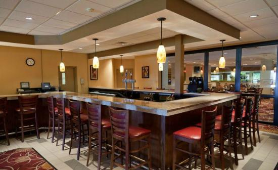 Ramada Carrier Circle East Syracuse: On-site Roundabout Tavern