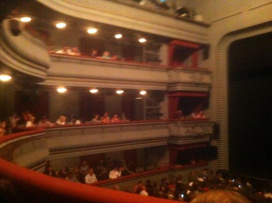 театр наций основная сцена фото зала