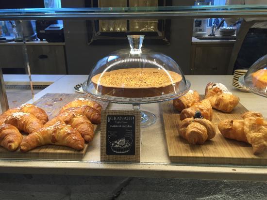Vista de la pasticeria picture of granaio caffe e cucina milan tripadvisor - Granaio caffe e cucina ...
