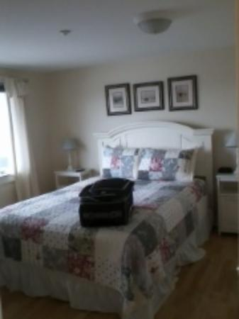 Crow's Nest Resort: bedroom of first floor one bedroom unit
