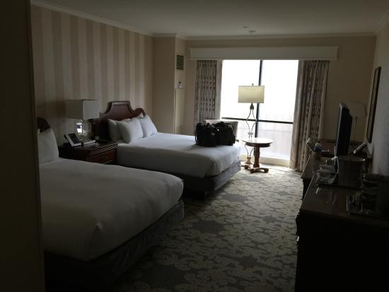 Hilton New Orleans Riverside: spacious 2 queen beds