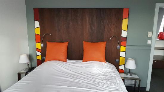 hotel le colombier salle du petit dej salle dtente lit salon attenant - Salle A Coucher