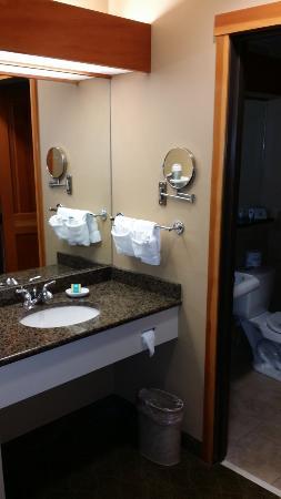 Heathman Lodge: Bathroom