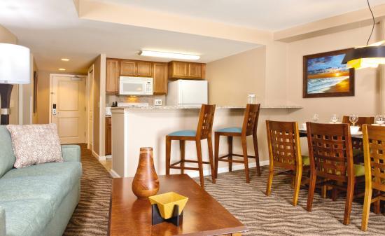 Wyndham at Waikiki Beach Walk: 2 Bedroom Living and Dining