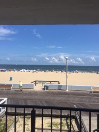 Eden Roc Motel: View from Ocean Front Efficiency