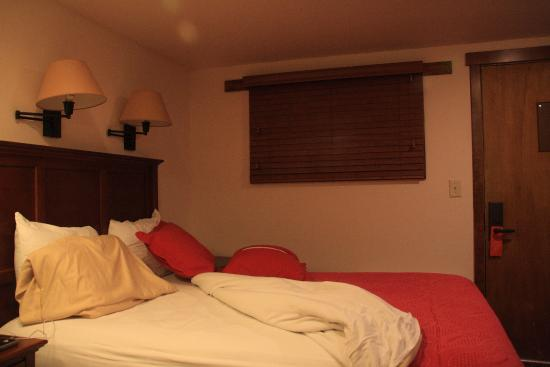 Mountain Chalet Aspen: Double bed room on the 1st floor. Low ceilings but cozy