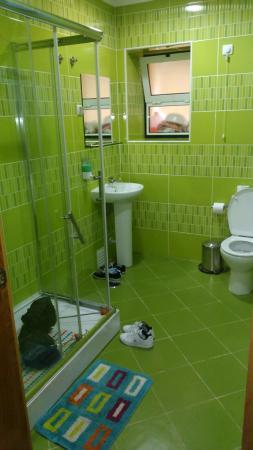 Baixa Guesthouse: Baño privado