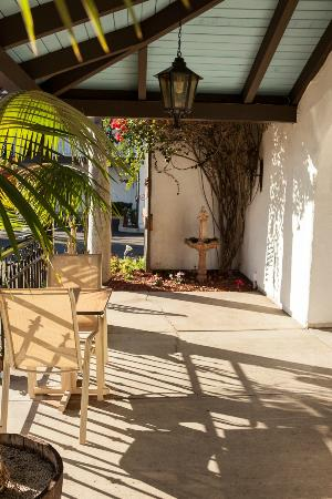 Casa Via Mar Inn and Tennis Club: Front Porch