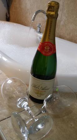 Alpine Lodge Guest House: relaxing soak