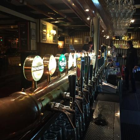 The Bishop Arms: Många sorters öl