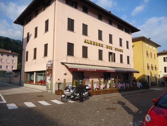 Albergo Due Spade: terras voorzijde hotel