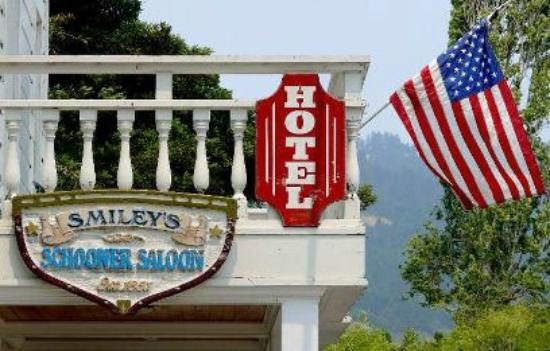 Bolinas, CA: Smiley's Saloon & Hotel