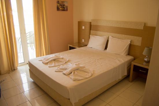 Elea Hotel: master bedroom