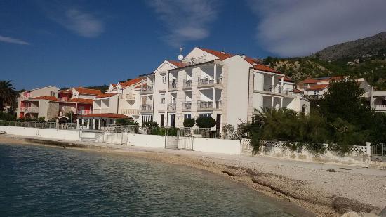 Hotel Neva: Hotel od strony morza.