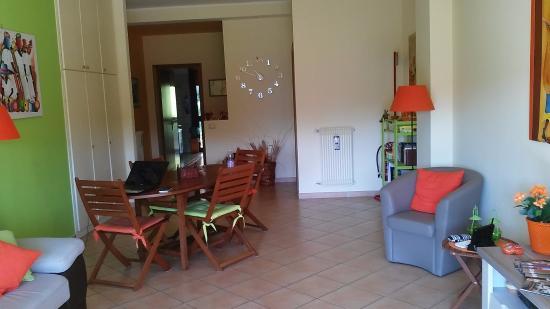 Living e ingresso cucina - Picture of La Casa Verde Arancio B&B ...