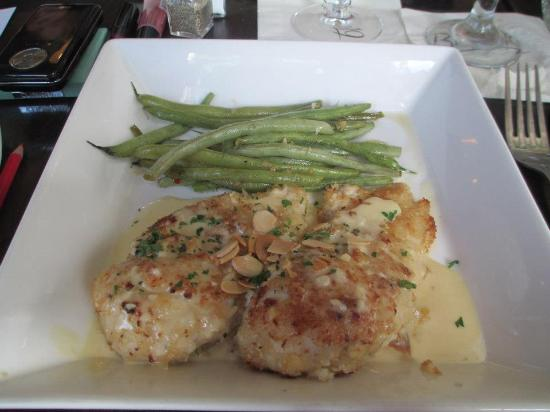 Bistro 19: Almond Chicken - House specialty! (Lunch portion)