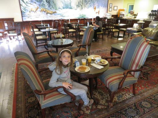 Holiday Inn Express State College, Williamsburg Square: Breakfast area