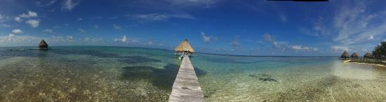 Glovers Reef Atoll, Belize: Beautiful Sunny day, perfect for snorkeling right off the dock!!