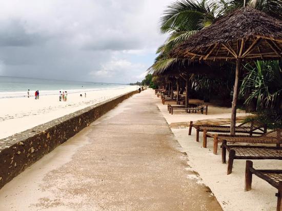 Uroa Bay Beach Resort Side