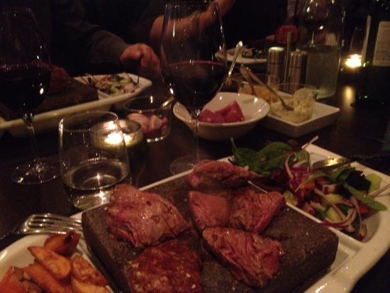 Abbekas, Suecia: Kött på sten!