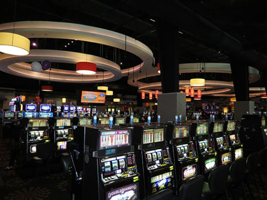 Natchez, MS: Over 400 slot machines and 14 table games, plus a LIVE poker room!