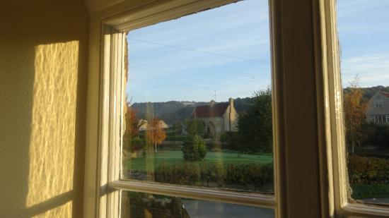 Kilburn, UK: View of the White Horse through the breakfast room window