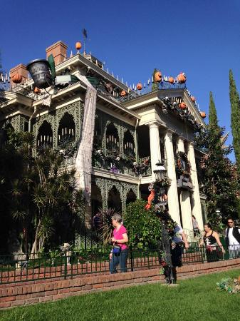disneyland park the haunted mansion nightmare before christmas edition - Haunted Mansion Nightmare Before Christmas
